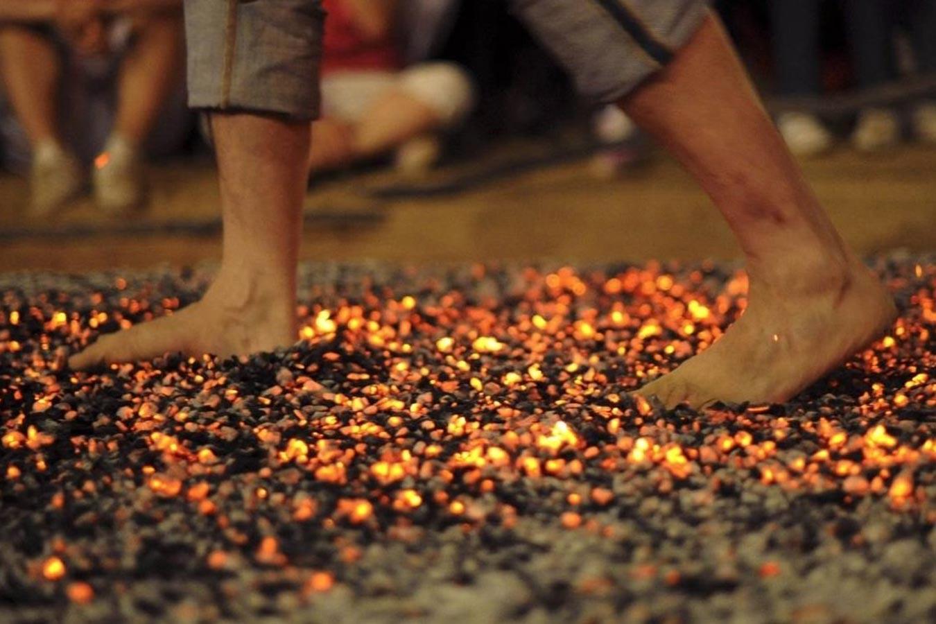 45. trening: Hod po vrućem ugljenu i kupnja novih tenisica
